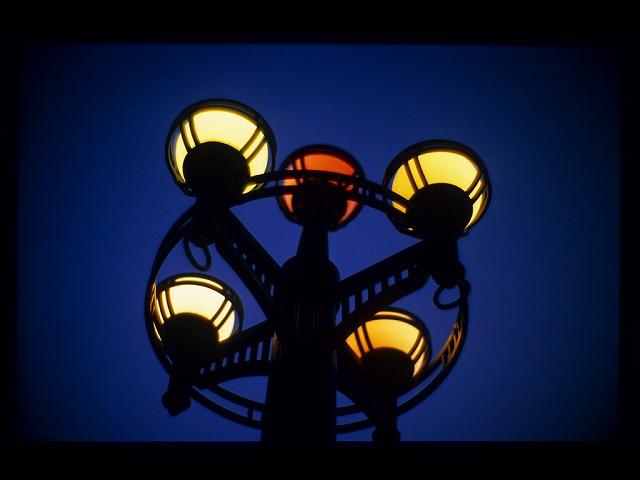 夕暮れ平和公園灯り